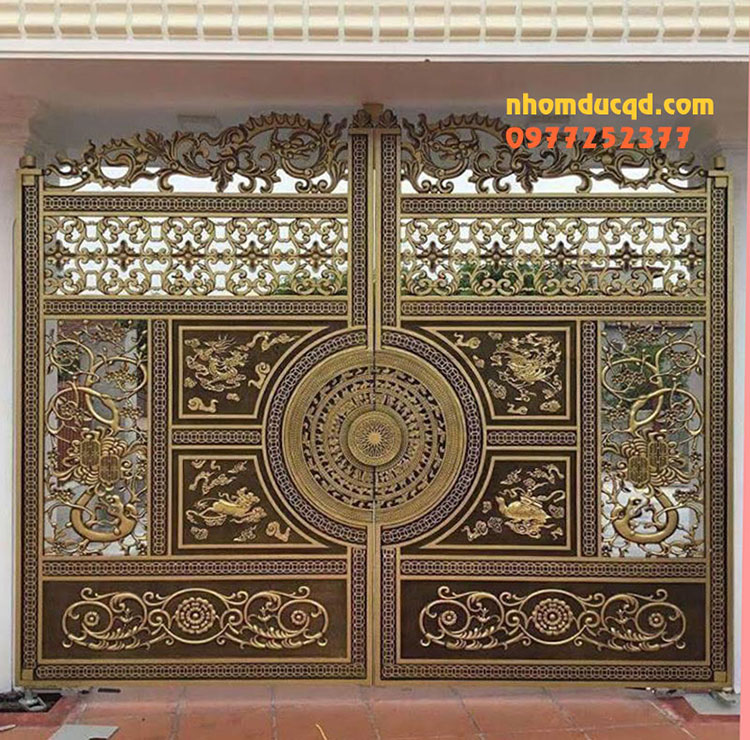 Mẫu cổng nhôm đúc đẹp tại Hòa Bình